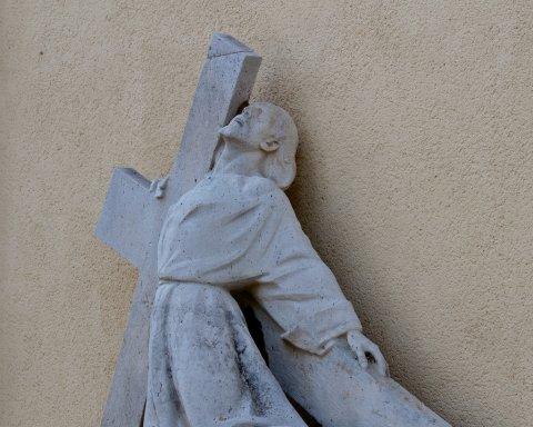 Krisztus elesik a kereszttel